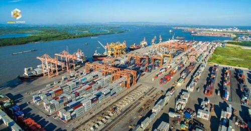 Lợi thế cảng có khả năng tiếp nhận tàu container lớn nhất cả nước, thu hút đầu tư vào 9 khu công nghiệp hơn 16,3 tỷ USD, Phú Mỹ có cơ hội bứt phá khi đường cao tốc, sân bay triển khai.