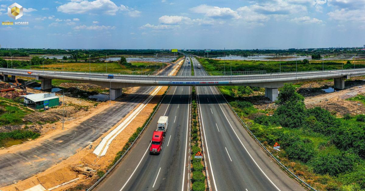 Cầu vượt được xây dựng tại tuyến cao tốc TP.HCM - Long Thành - Dầu Giây